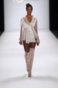 Model bei der Show von Lena Criveanu