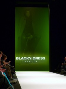 Blacky Dress Eingang - Mercedes Benz Fashion Week in Berlin