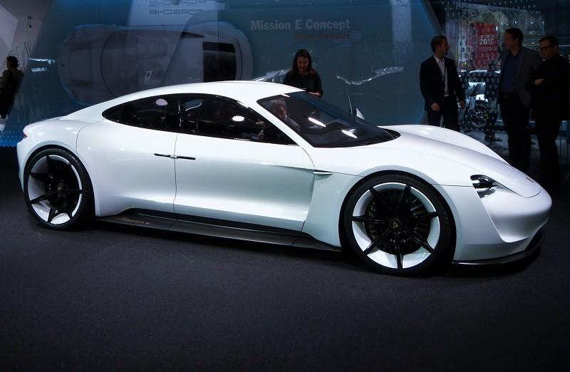 Porsche Mission E - IAA2015