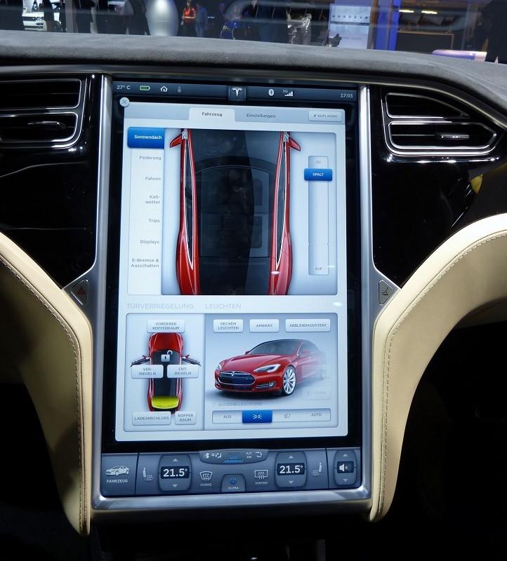 Tesla Model S - Innen - IAA2015