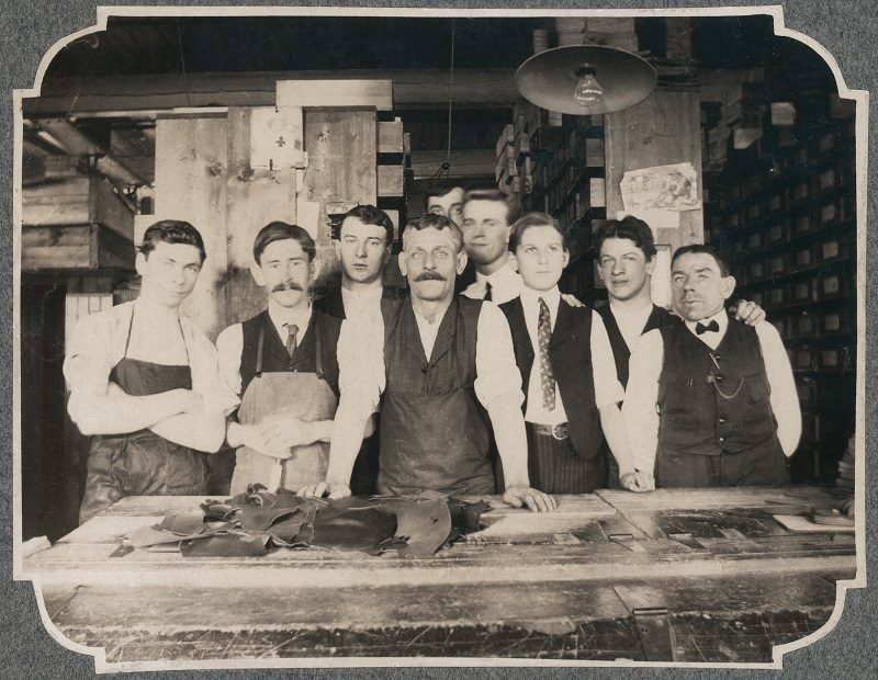 Gefährten für's Leben - Werkstatt mit Arbeitern - Ludwig Reiter