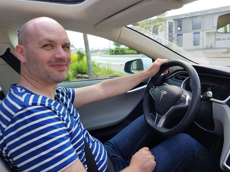 Heiko Kunkel im Tesla Model S