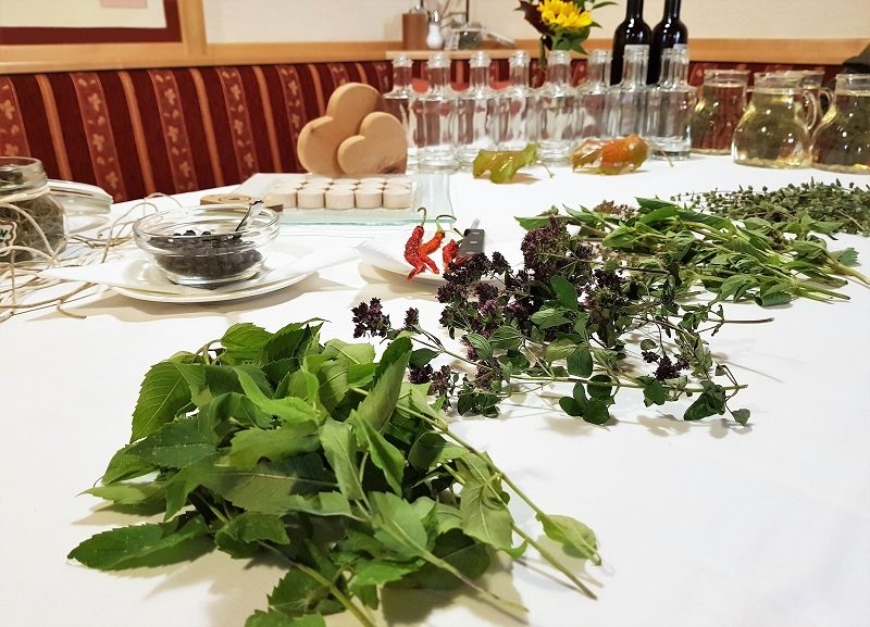 Kräuterworkshop mit Kräuterfee Flora vom Landgasthof Löckerwirt