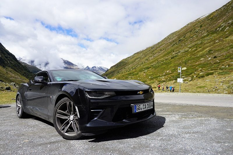 Chevrolet Camaro 6.2 V8 Coupé am Timmelsjoch