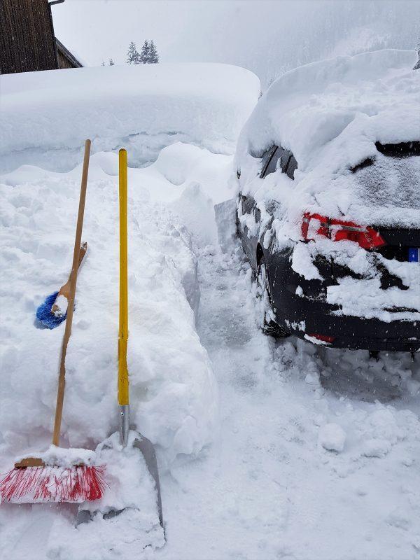 Auto vom Schnee befreien - Tennengau bzw. Salzburger Land