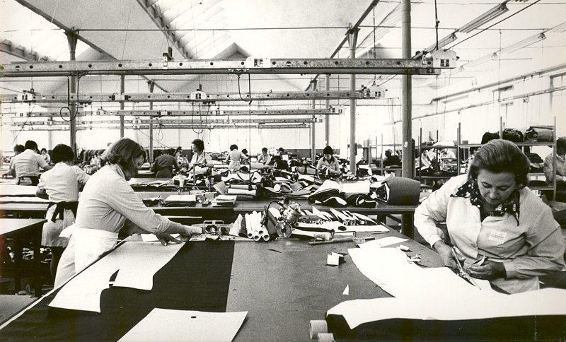 Reparto taglio e confezione alla IN.CO. di Novara, 1974-1975