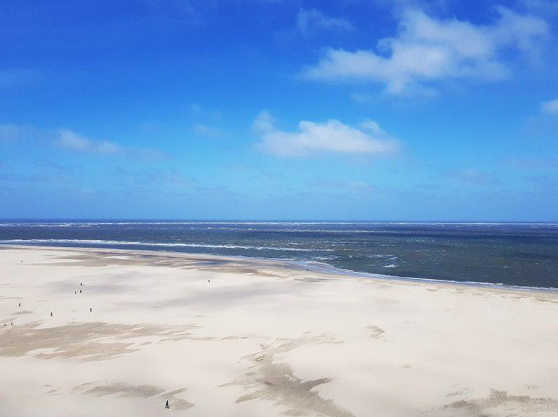 Blick vom Leuchtturm auf den Strand - Texel