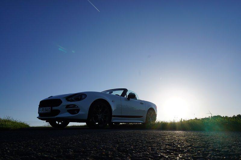 Fiat 124 Spider S-Design im Sonnenuntergang