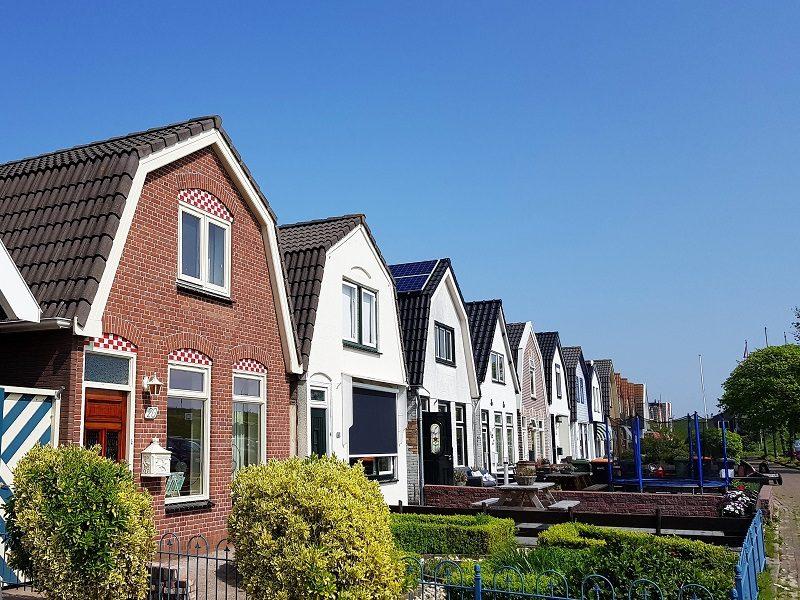 Häusersilhouette in Ooudeschild auf Texel