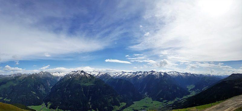 Aussicht bei der Wildkogel-Bergbahn Bergstation im Salzburger Land