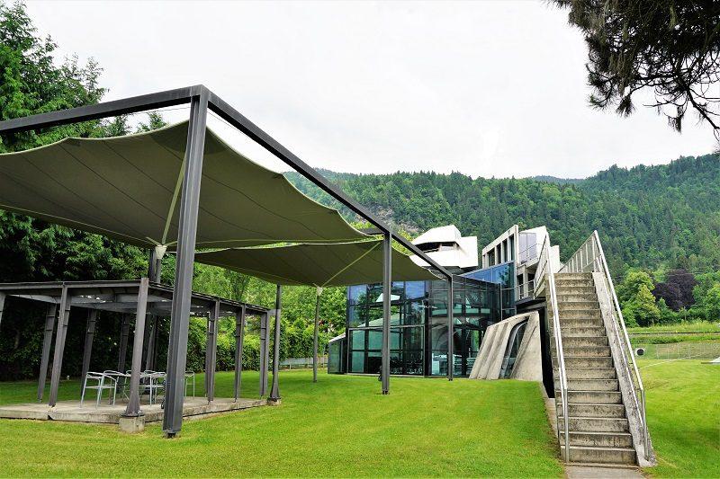 Steinhaus von Günther Domenig am Ossiacher See in Kärnten