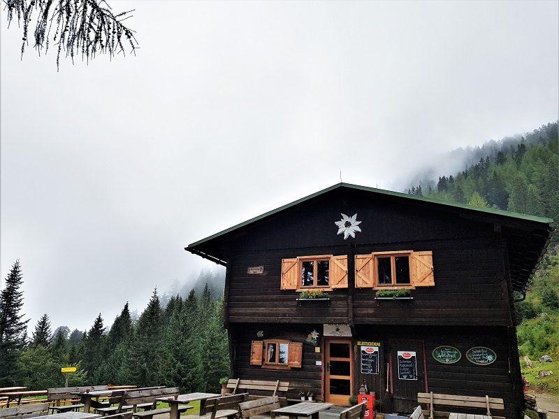 Die Bertahütte in Kärnten im Nebel - Hüttenkult