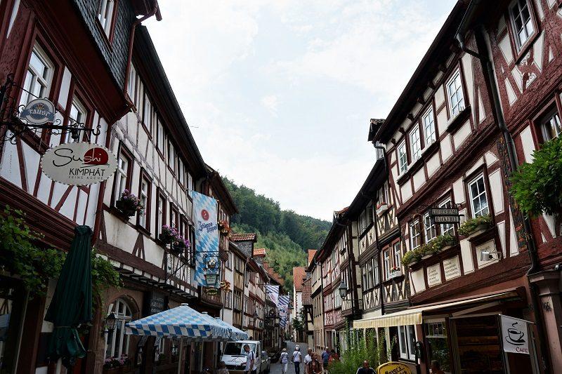 Gasse mit Fachwerkhäusern in Miltenberg - Churfranken