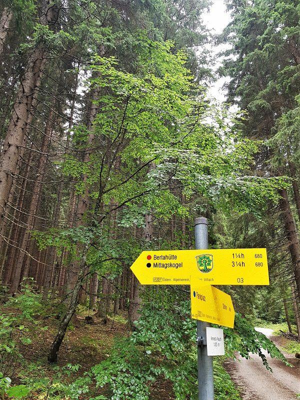 Wegweiser zur Bertahütte in Kärnten - Hüttenkult