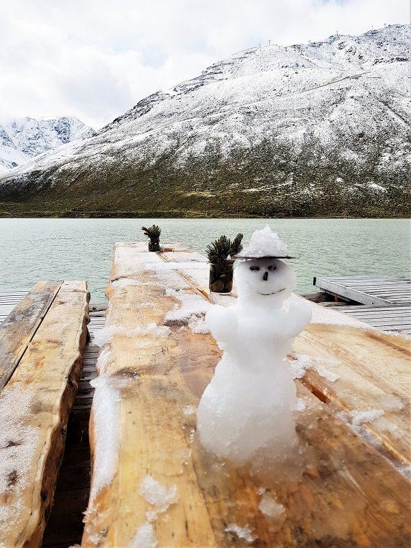 Schneemann auf dem Floß am Rifflsee - Pitztal