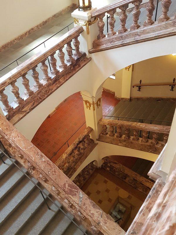 Treppenaufgang im Landgericht Schweinfurt