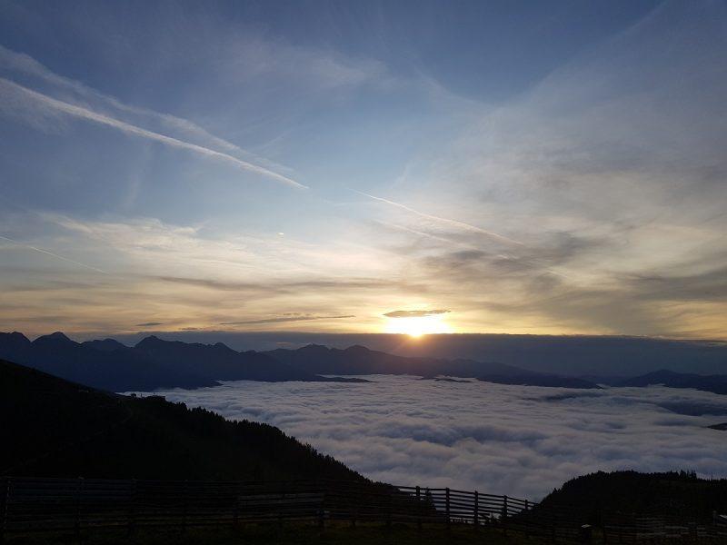 Sonnenaufgang mit der Sonnenbahn am Speiereck - Salzburger Lungau