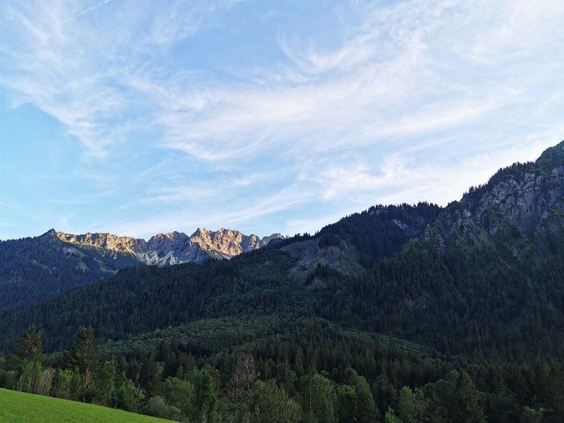 Grenzgänger im Sonnenuntergang - Hinterstein