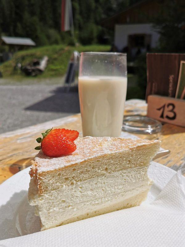 Milch und Kaffee auf der Petersbergalm - Grenzgänger