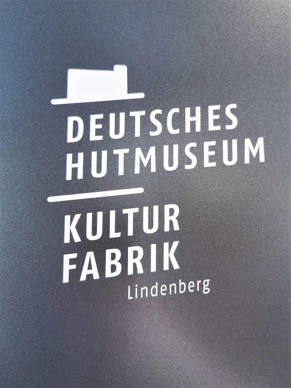 Eingangsschild im Deutschen Hutmuseum Lindenberg