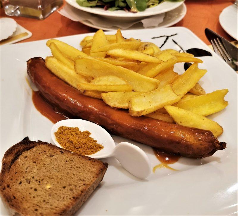 Currywurst in der Hubertusklause auf der Insel Juist