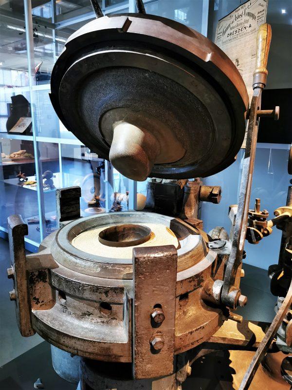 Hutpresse im deutschen Hutmuseum Lindenberg