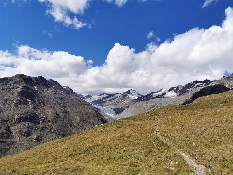 Abstieg vom Fluchtkogel aus über die Hütte Hochjoch Hospiz