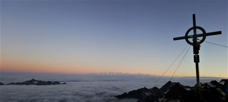 Gipfelkreuz auf dem Flucktkogel bei Vent im Ötztal