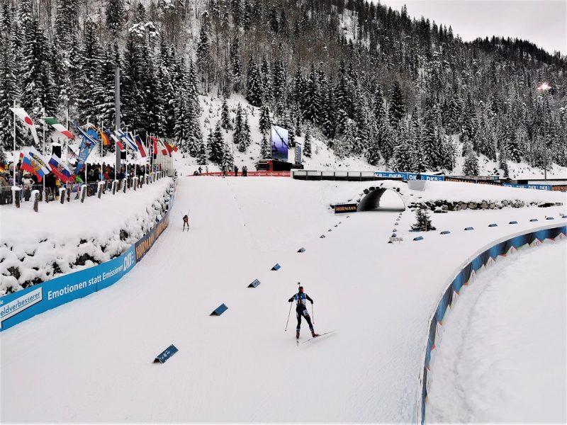 Auf der Strecke Biathlon Sprint der Damen in Hochfilzen - Fieberbrunn