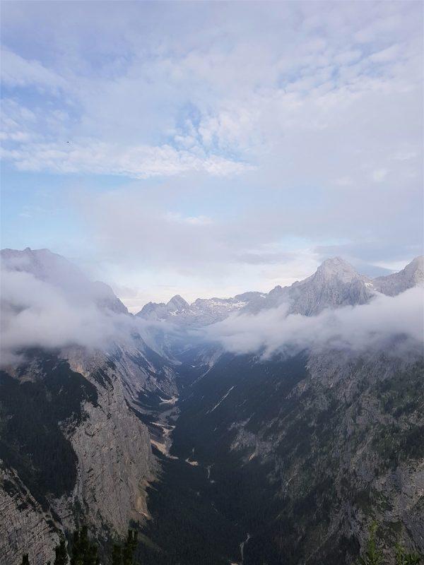 Aussicht beim Abstieg vom Schachenhaus bei Garmisch-Partenkirchen