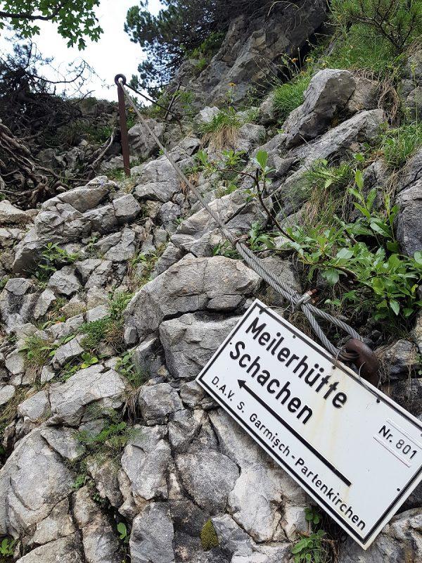 Weg beim Abstieg vom Schachenhaus über das Reintal bei Garmisch-Partenkirchen