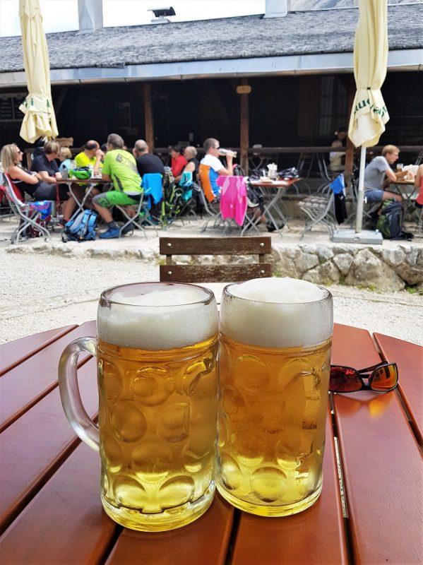 Bier auf dem Schachenhaus bei Garmisch-Partenkirchen