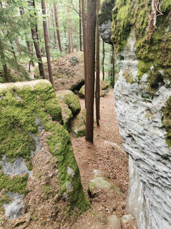 Am Diebskeller auf dem Weg zur Burgruine Lichtenstein in den Haßbergen