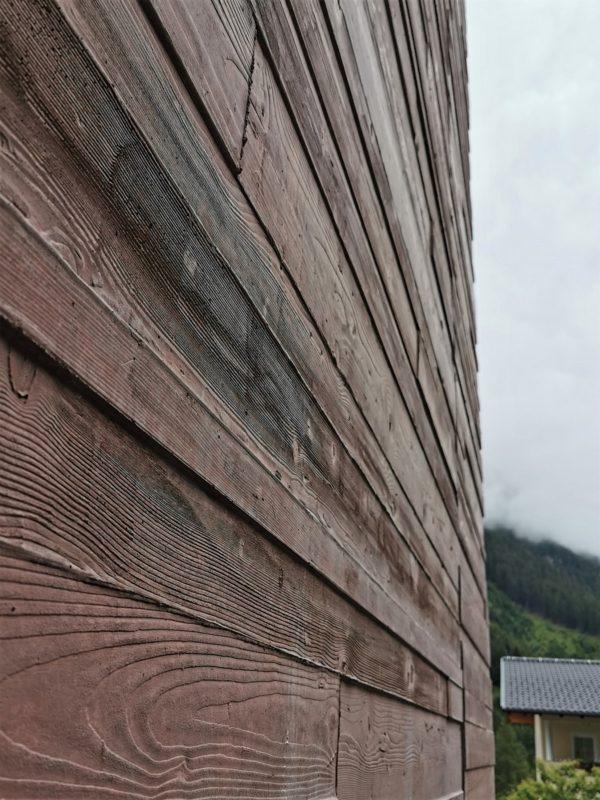 Außenwand (kein Holz) am neuen Steinbockzentrum