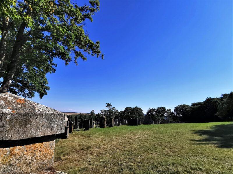 Jüdischer Friedhof auf der Wanderung Rund um den Zabelstein