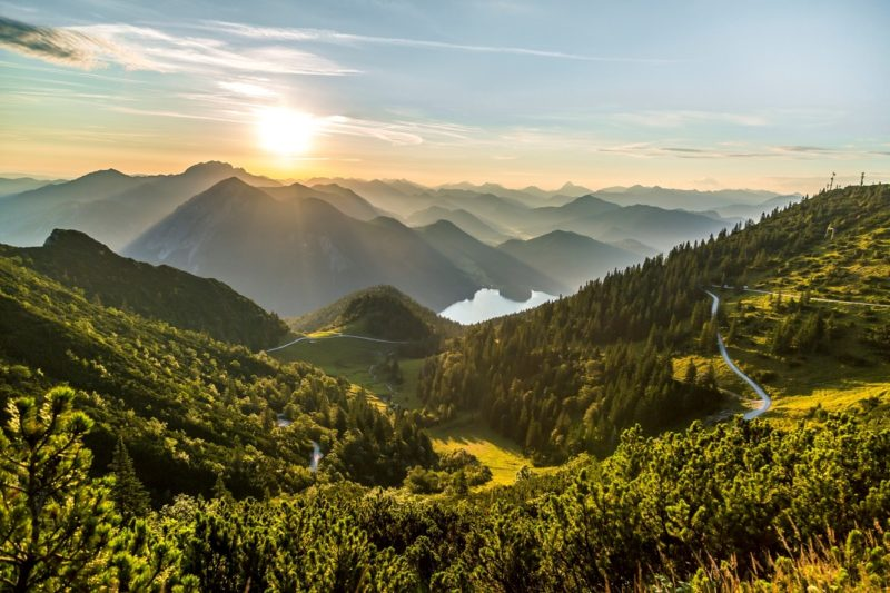 Herzogstand-Gipfel_Sonnenaufgang c Tourist Information Kochel a. See, Thomas Kujat