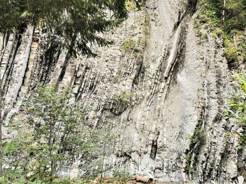 Flysch auf der Wanderung unterhalb der Kenzenhütte im Rahmen der Wandertrilogie Allgäu