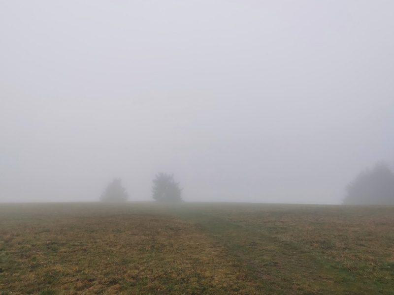Die Wasserkuppe im Nebel - auf der Extratour Guckaisee in der Rhön