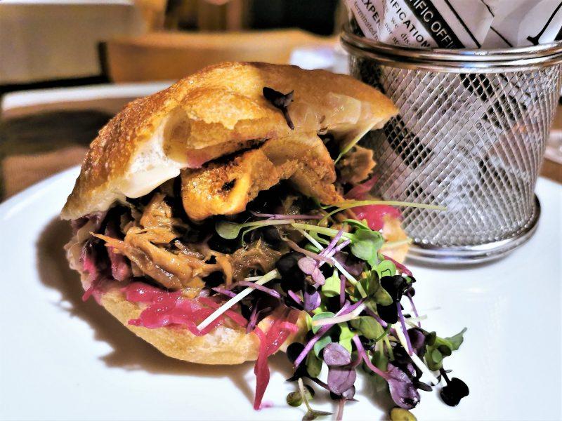 Schäufele-Burger im Hotel Restaurant Café Bauer im Nürnberger Land